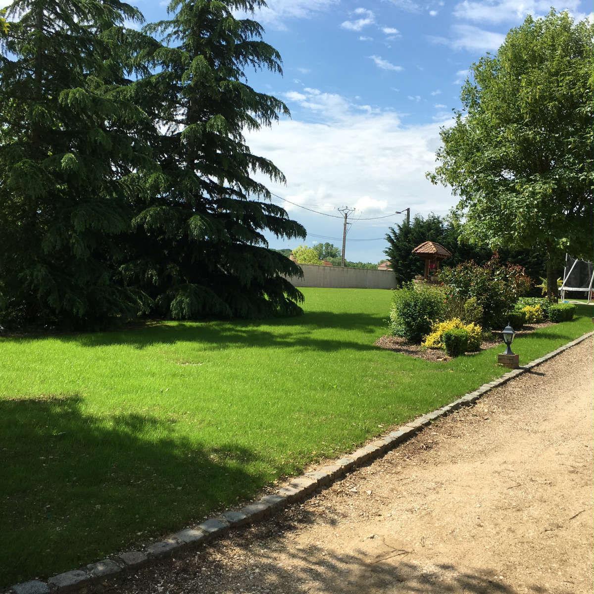 Paysagiste auxerre ld paysage paysagiste jardinier for Amenagement jardin yonne